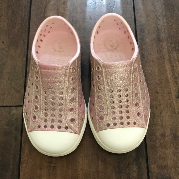 0be1c856dfe61 Native Jefferson milk pink bling shoes. M 5c1583b59539f7f342348cd7
